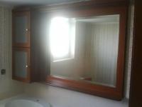 Καθρέπτης με ντουλάπι