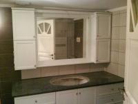 Λευκό ντουλάπι 2